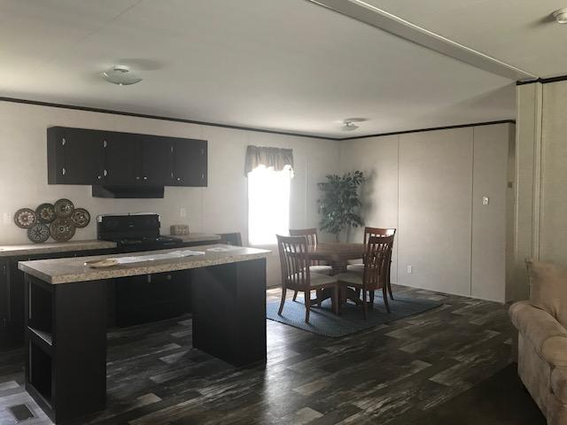 Model 532 Dining Area